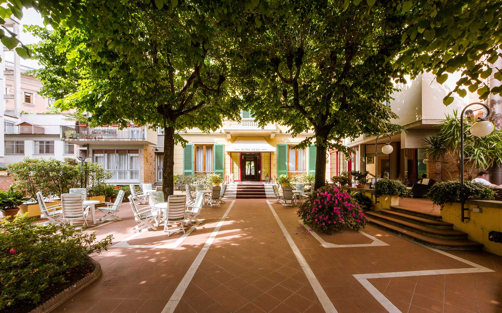 Garden & Swimming Pool - Hospitality - Hotel Reale in Montecatini Terme